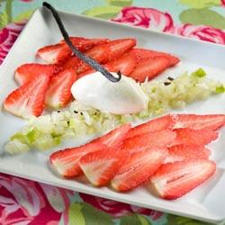 Carpaccio de fraises et sa brunoise de fenouil, glace vanille