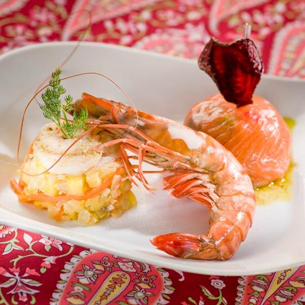 Charlotte de gambas et dôme de saumon fumé, vinaigrette d'herbes | Gilles bettiol