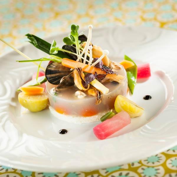 Moules de Bouchot en aspic de citronnelle, jeunes légumes et pousses insolites | Cyril Zen