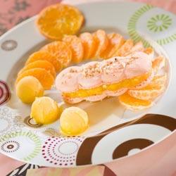 Macaron mandarine, nage d'hypocras blanc