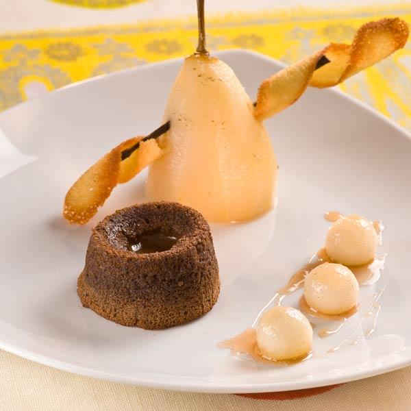 Poire Pochée à la Vanille et Moelleux au Chocolat | Eric Bouyssou