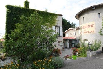 Exterieur-Le-Petit-Bonneval-Didier-Gigot-Toques-auvergne