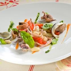 Tagliatelle de seiche, haricot maïs, basilic et poivrons grillés