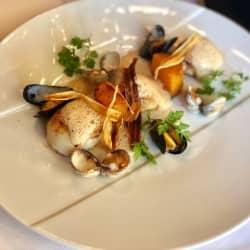 Noix de St Jacques de plongée rôties, butternut, coquillages, émulsion iodée