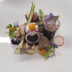 Sushis à la Truite fumée,  Chèvre frais et champignons, sauce vierge